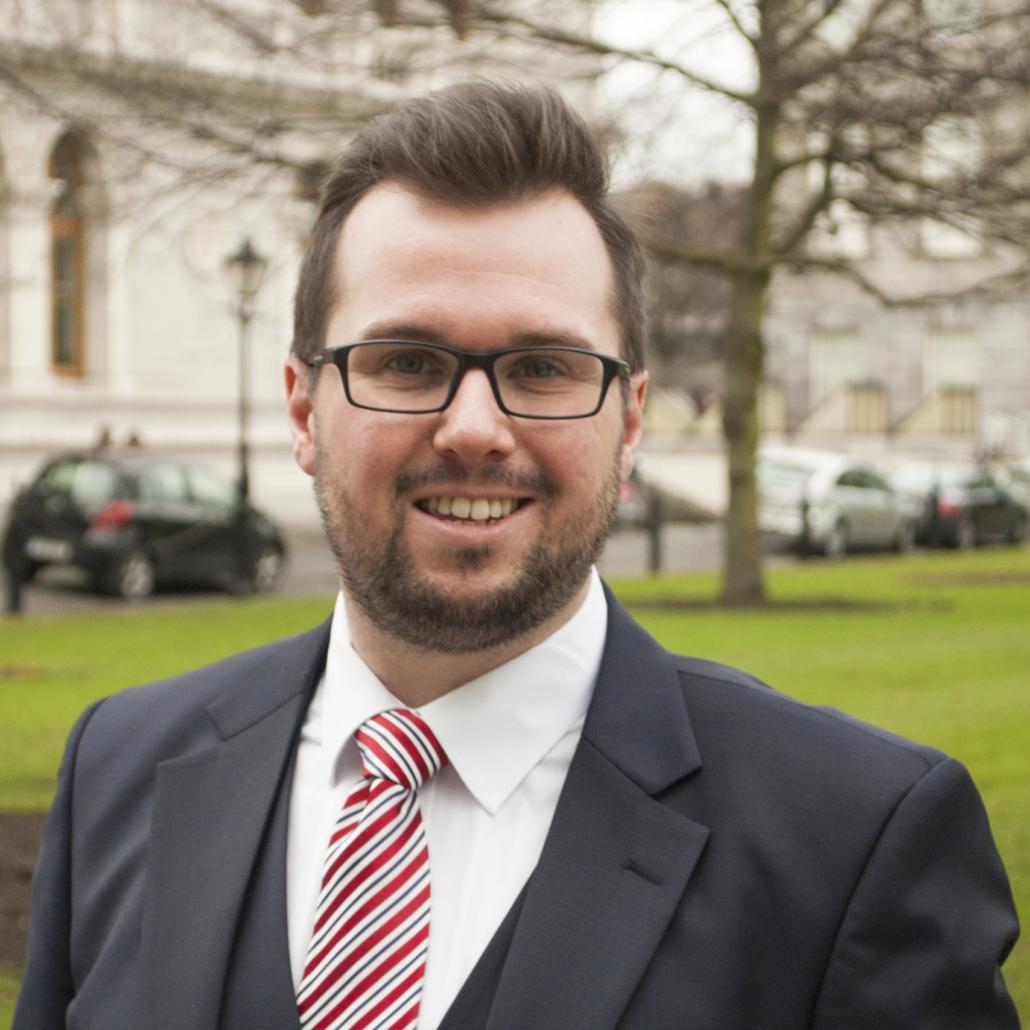 Dr Stuart MacLennan